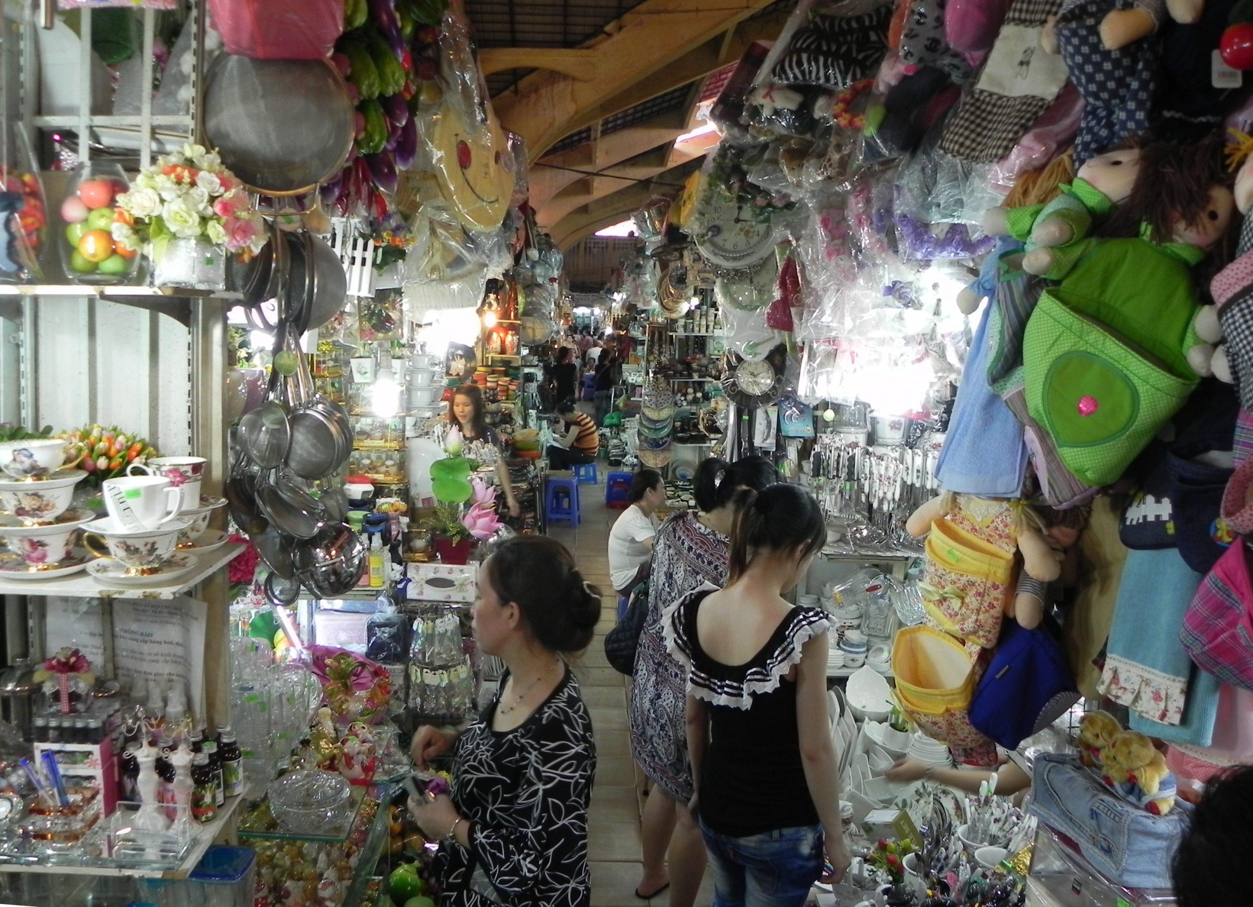 越南便宜的衣服哪裡買?羽絨衣運動鞋必買推薦懶人包-濱城市場,Saigon Square,范五老街,Taka Plaza @東南亞投資報告