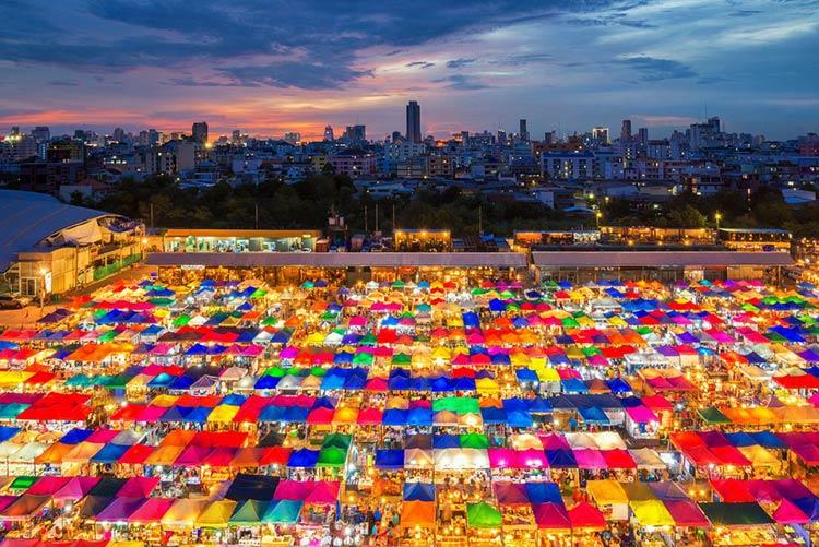 泰國曼谷夜生活市集介紹-不能錯過的道地特色夜市懶人包Chatuchak,席娜卡林,PatPong @東南亞投資報告